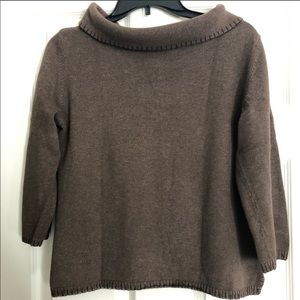 Brown sweater with 3/4 length sleeves